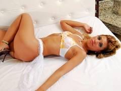 Sexy Latina Barbara Striptease