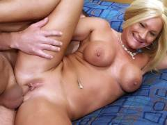 Older Babe Roxy Loves the Pecker