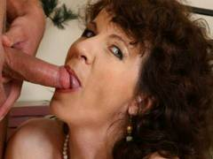 Horny MILF begs for more to have the banana peeleding